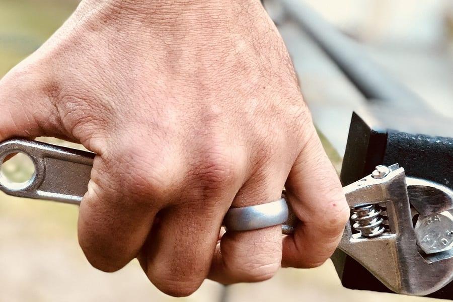 Is It Okay To Not Wear A Wedding Ring?